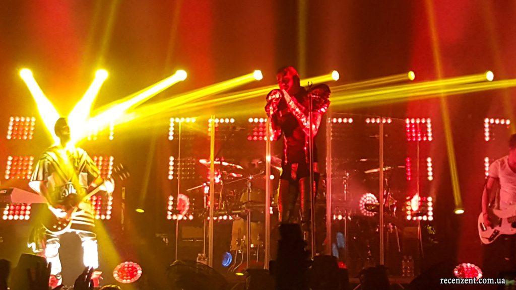 Обзор концерта Tokio Hotel в Киеве! Фото с киевского концерта, видео, отзывы, впечатления. Фотографии с концерта Tokio Hotel в высоком качестве. Билл Каулитц.