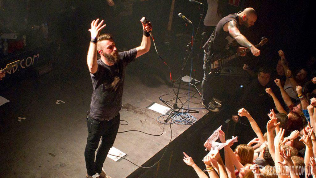 2-го октября в Киеве в концертном холле Sentrum прошёл концерт Caliban. Обзор концерта, фотографии и видео смотрите на сайте Рецензент (recenzent.com.ua)